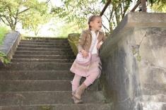 Kabátik, sukňa a ponožky Mayoral, tričko, pančušky a kožené čižmičky Next