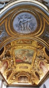 jeden z mnohých stropov v múzeum