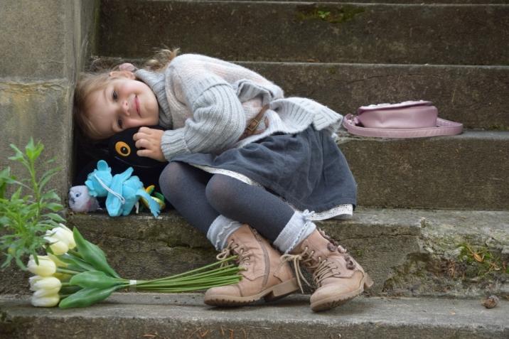 Svetrík a podkolienky Mayoral, pančušky GAP, kožené čižmičky Next, kordová sukňa po sesterničke Lilke